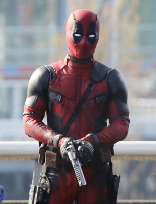 """51703739 Actor Ryan Reynolds suits up to film and action scene on a viaduct for """"Deadpool"""" on April 7, 2015 in Vancouver, Canada. The new Marvel movie tells the story of a former Special Forces operative turned mercenary who is subjected to a rogue experiment that leaves him with accelerated healing powers. FameFlynet, Inc - Beverly Hills, CA, USA - +1 (818) 307-4813"""