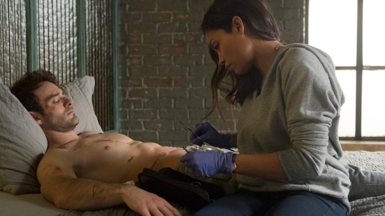 """(L-R) CHARLIE COX as MATT MURDOCK and ROSARIO DAWSON as CLAIRE TEMPLE in the Netflix Original Series """"Marvel's Daredevil"""" Photo: Barry Wetcher © 2014 Netflix, Inc. All rights reserved."""